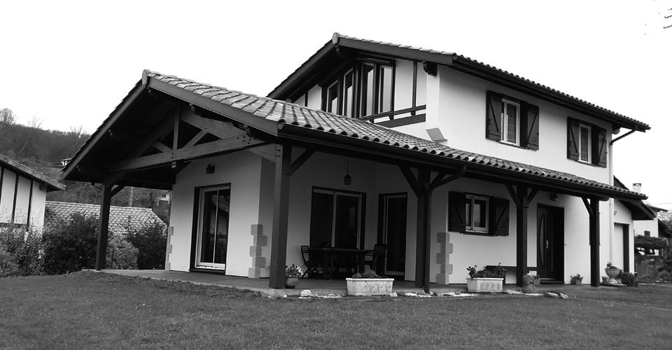 Sur l vation de maison et ajouter un tage pays basque for Entreprise de construction maison en bois